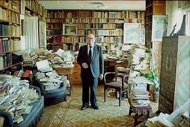 Julián Marías, en su despacho.
