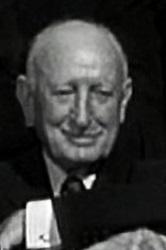 Wilbur Mack en el papel de juex del partido (Infografía)