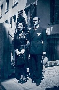 Julián Marías con Lolita poco después de la boda (Infografía)