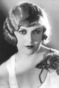Gertrude Astor (Infografía)