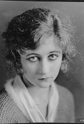 Mildred Harris (Infografía)