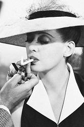 Bette Davis en su papel de Charlotte Vale en Now, Voyager.1942 (Infografía)