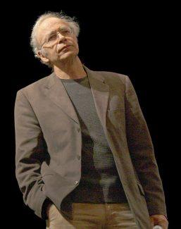 "<img src=""Peter Singer.jpg"" alt=""Peter Singer: ética animalista y Proyecto Gran Simio "">"