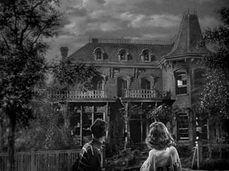 Mary y George ante Old Granville, su futuro hogar