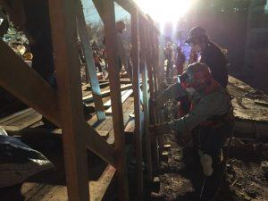 Fotografía de voluntarios trabajando durante el terremoto del 19 de septiembre en México.