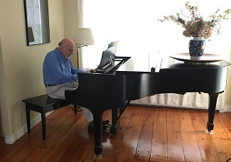 Stanley Cavell al piano